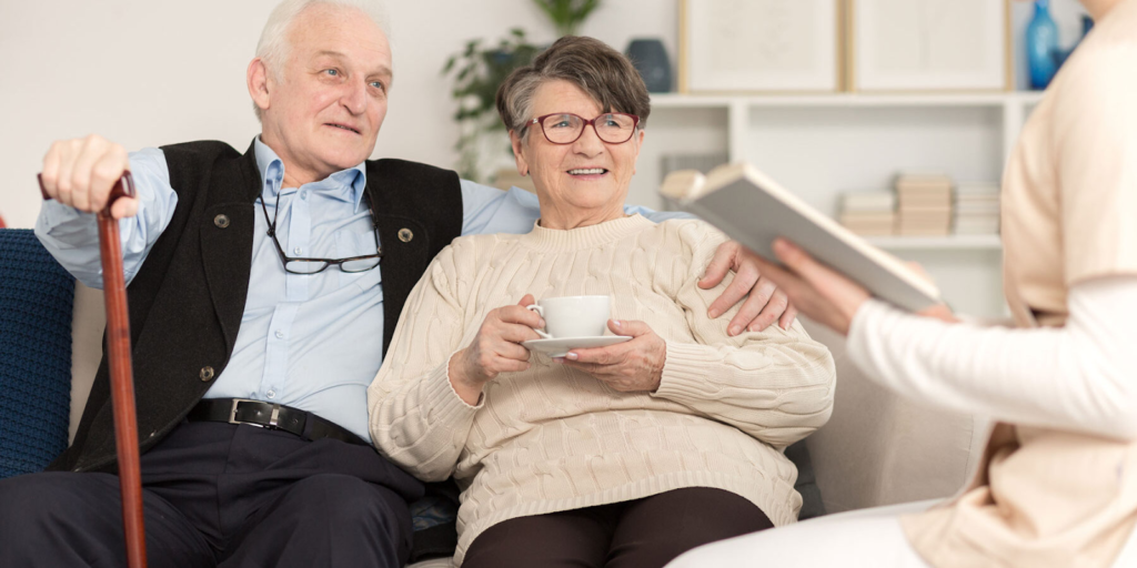 motive pentru care bătrânilor le-ar fi mai bine să locuiască într-un cămin privat